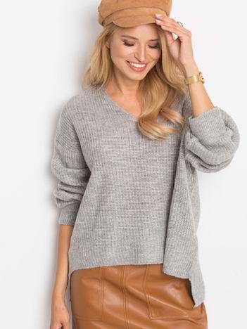Szary sweter Wandering