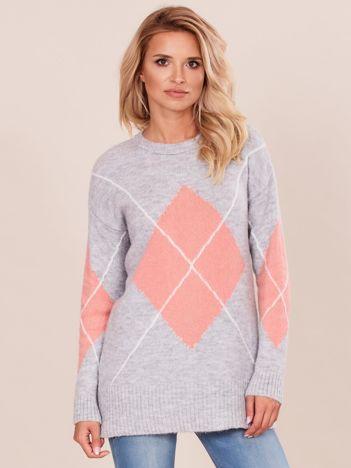 Szary sweter w romby