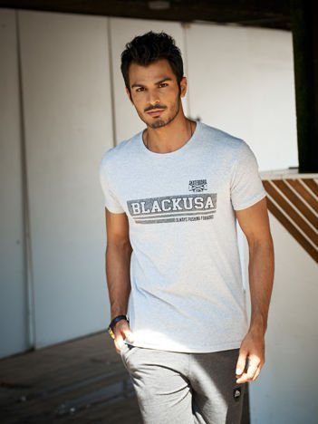 Szary t-shirt męski z poziomym napisem