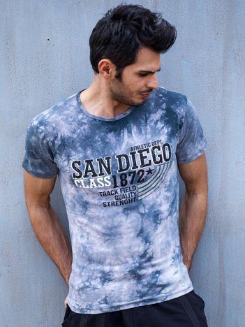 Szary t-shirt męski z tekstowym printem
