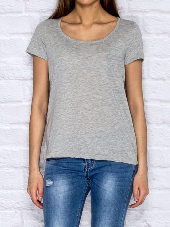 Szary t-shirt z kieszonką