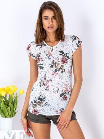 T-shirt biały z kwiatowy motywem
