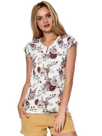 T-shirt biały z kwiatowym motywem i wycięciem łezką