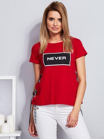T-shirt czerwony ze sznurowaniem na bokach