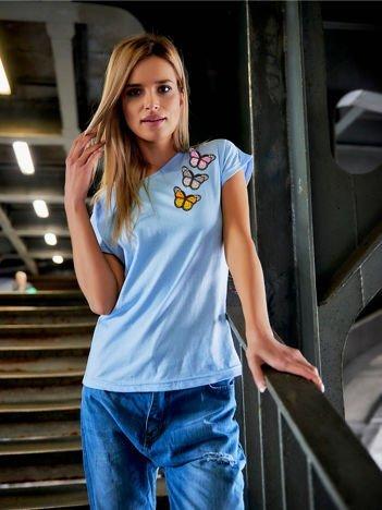 T-shirt damski błękitny z naszywkami MOTYLE