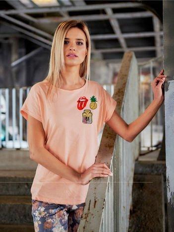 T-shirt damski brzoskwiniowy z cekinowymi naszywkami ANANAS
