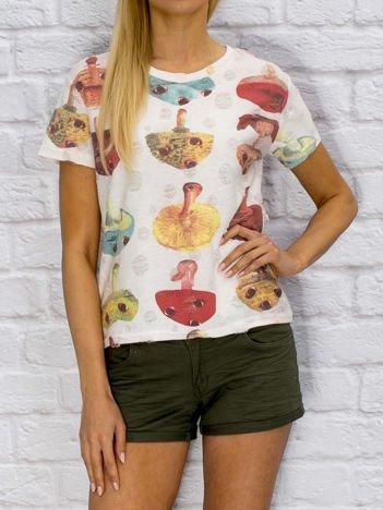 T-shirt damski w grzyby biały