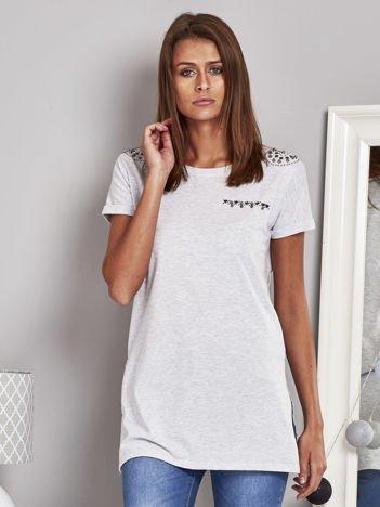 T-shirt damski z ćwiekami szary