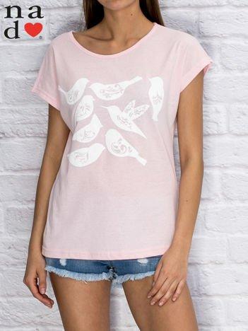 T-shirt damski z motywem ptaków jasnoróżowy
