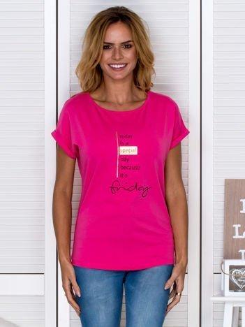 T-shirt damski z napisem różowy