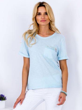 T-shirt jasnoniebieski z ozdobną kieszonką