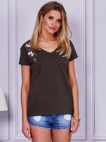 T-shirt khaki z kwiatowym haftem