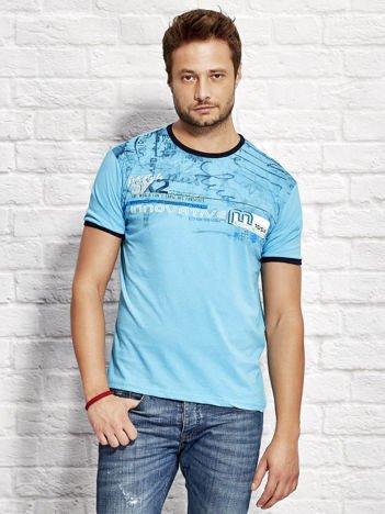 T-shirt męski z tekstowym nadrukiem jasnoniebieski