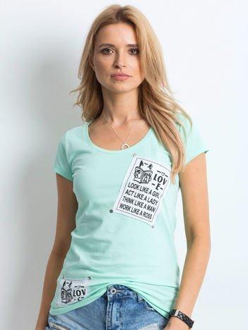 T-shirt miętowy z naszywkami