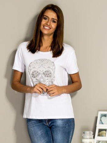 T-shirt z biżuteryjną czaszką biały