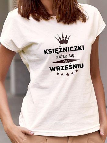 T-shirt z nadrukiem KSIĘŻNICZKI RODZĄ SIĘ WE WRZEŚNIU ecru