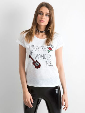 T-shirt z naszywkami biały