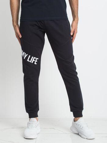 TOMMY LIFE Męskie granatowe spodnie dresowe