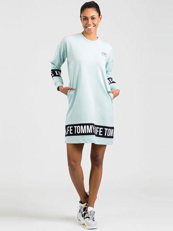 TOMMY LIFE Miętowa sukienka sportowa