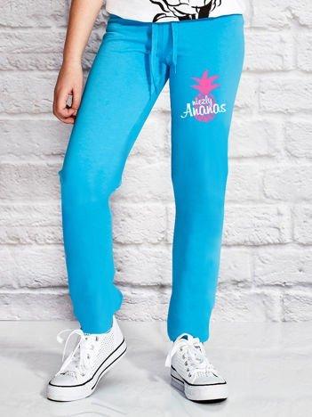Turkusowe spodnie dresowe dla dziewczynki z napisem NIEZŁY ANANAS