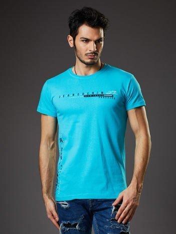 Turkusowy t-shirt męski z drobnym nadrukiem