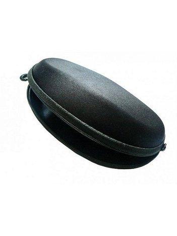 Twarde etui na okulary zapinane na suwak z karabińczykiem czarne