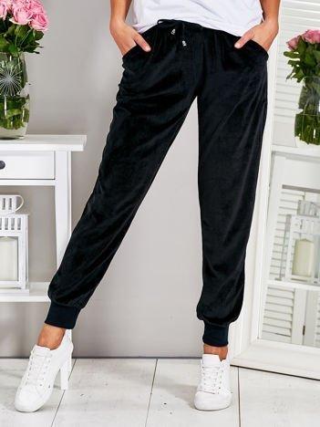 Welurowe spodnie dresowe czarne