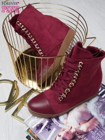 Wiśniowe zamszowe sneakersy Luna ze złotymi szlufkami i skórzaną wstawką z przodu