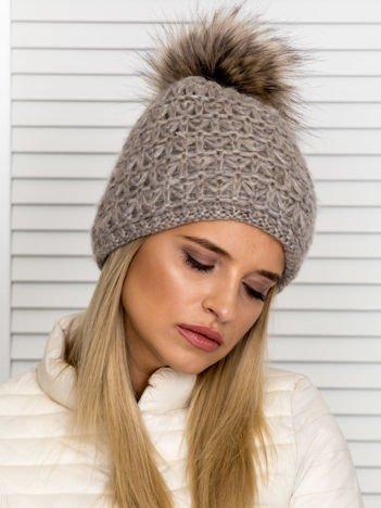 Włóczkowa czapka z pomponem i dodatkiem wełny ciemnobeżowa