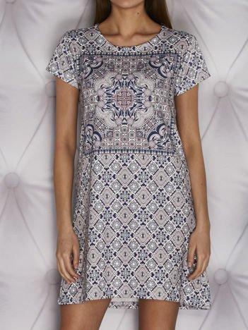 Wzorzysta sukienka dzienna o kroju litery A fioletowa