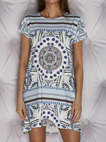 Wzorzysta sukienka trapezowa dzienna jasnoniebieska