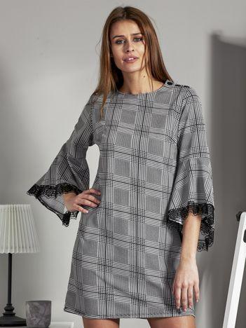 Wzorzysta sukienka z hiszpańskimi rękawami czarno-biała