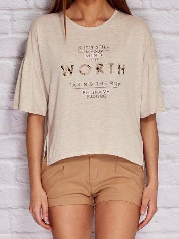 YUPS Beżowy t-shirt z tekstowym nadrukiem