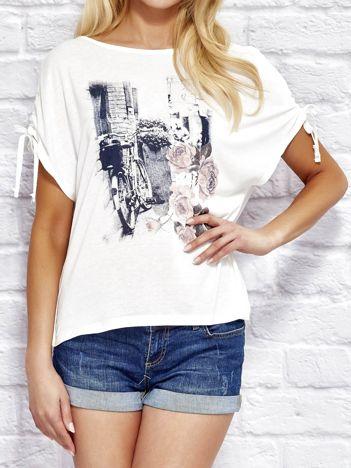 YUPS Ecru t-shirt z kobiecym nadrukiem