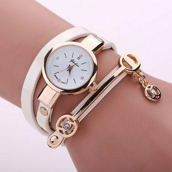 Zegarek damski biały owijany na nadgarstku