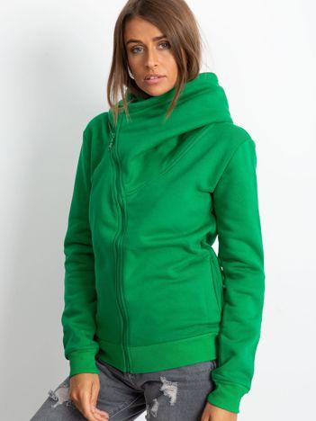 Zielona bluza z asymetrycznym zapięciem