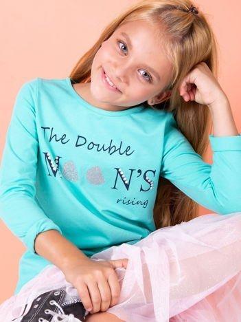 Zielona bluzka dla dziewczynki z tekstowym nadrukiem