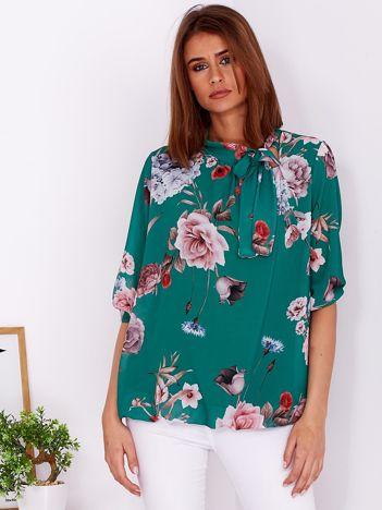 Zielona bluzka w kwiaty z wiązanym dekoltem