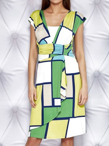 Zielona sukienka koktajlowa z marszczeniami i graficznym wzorem