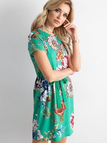 Zielona sukienka w kwiaty z wiązaniem