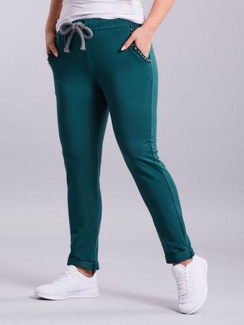 Zielone spodnie dresowe z aplikacją PLUS SIZE