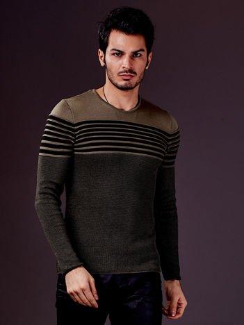 Zielony sweter męski w poziome paski