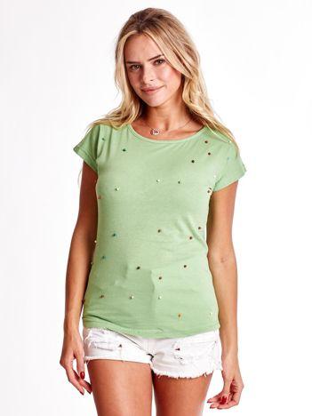 Zielony t-shirt z kolorowymi perełkami