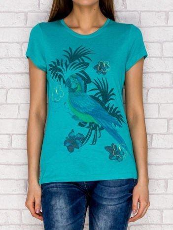 Zielony t-shirt z tropikalnym nadrukiem