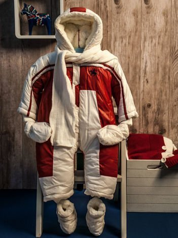 Zimowy kombinezon dziecięcy z bucikami i rękawiczkami ecru