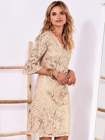 Złota koronkowa sukienka z szerokimi rękawami