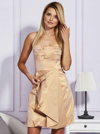Złota sukienka z ozdobnym drapowaniem