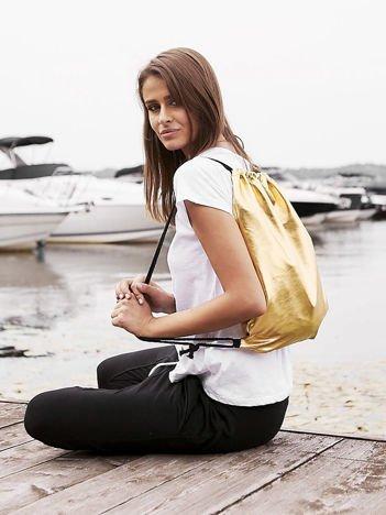 Złoty błyszczący plecak worek