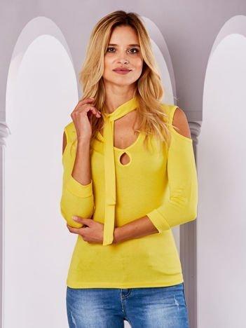 Żółta bluzka z wycięciami i wiązaniem