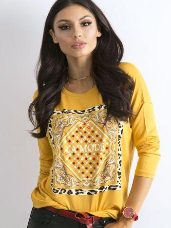 Żółta luźna bluzka z nadrukiem i aplikacją